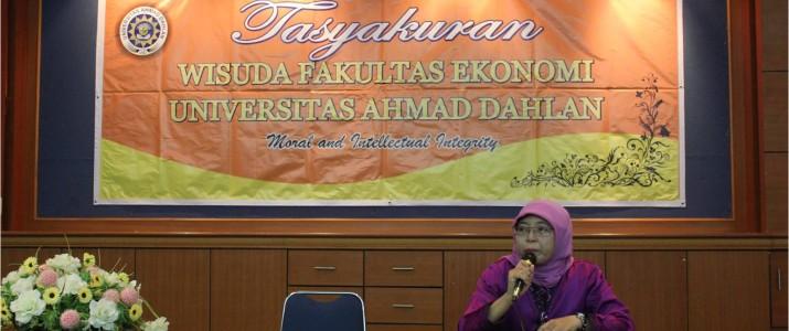 FakultasEkonomiGelarSyukuranWisudaSarjanaS1 PeriodeNovember2013/2014
