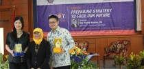 "Seminar Nasional Pasar Modal ""Preparing Strategy to face Our Future"""